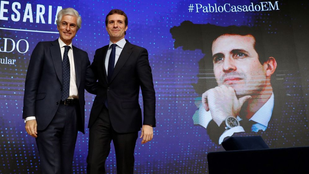 Foto: El presidente del PP, Pablo Casado (d), junto a Adolfo Suárez Illana. (EFE)