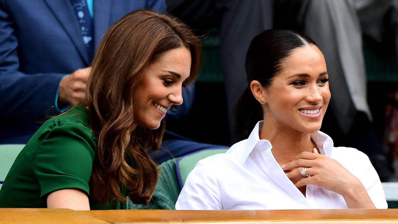 Meghan Markle y Kate Middleton, en un partido de Wimbledon. (Getty)