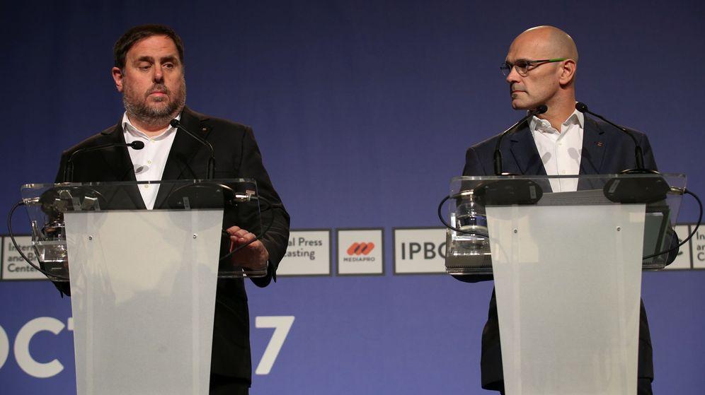 Foto: El exvicepresidente catalán Oriol Junqueras y el 'exconseller' Raül Romeva, en una imagen de archivo de 2017. (Reuters)