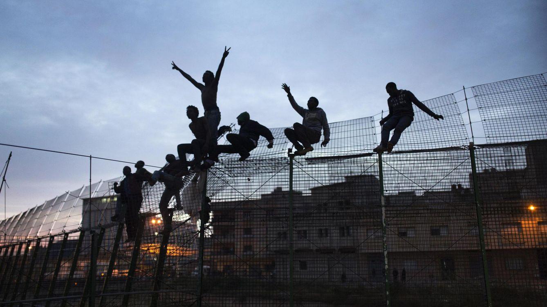 Foto: Intento de entrada en España en marzo de 2014. La Comisión Europea ha reconocido la nula efectividad de las vallas fronterizas. (Reuters)
