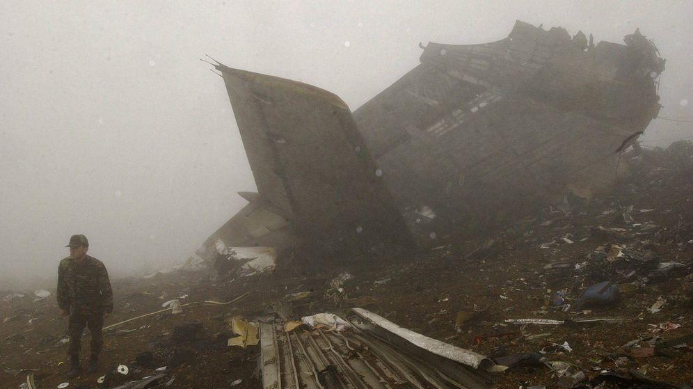 Foto: Fotografía de archivo tomada en Trabzon (Turquía), el 27 de mayo de 2003, del lugar del accidente del avión Yakovlev 42. (EFE)