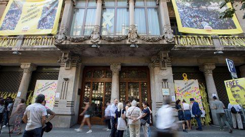 Directo | Manifestantes cortan la Rambla frente a la Consejería de Economía