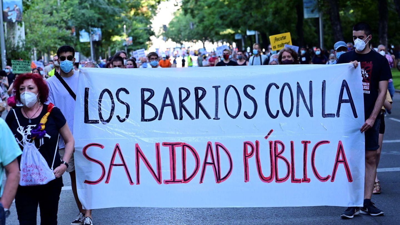 Un momento de la manifestación, convocada por la 'Plataforma Plan Choque Social', para defender la Sanidad Pública. (EFE)