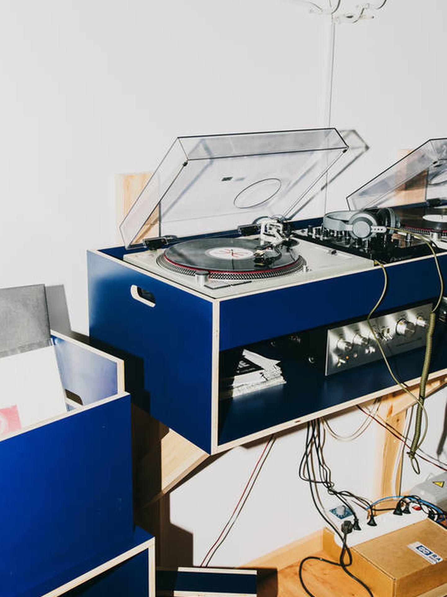 Para los apasionados de la música, tabla de mezclas hecha a medida por AOO.