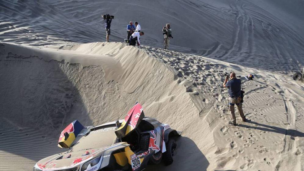 Foto: Sebastian Loeb atascado este miércoles en la quinta etapa del Dakar.