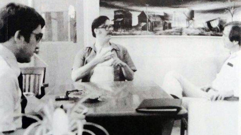 Douglas (derecha) y el agente especial John Conway en una de sus entrevistas con Ed Kemper.