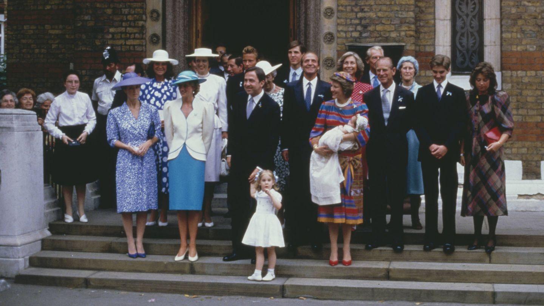 El duque de Edimburgo, junto a la reina Sofía en el bautizo de Philippos de Grecia. (Getty)