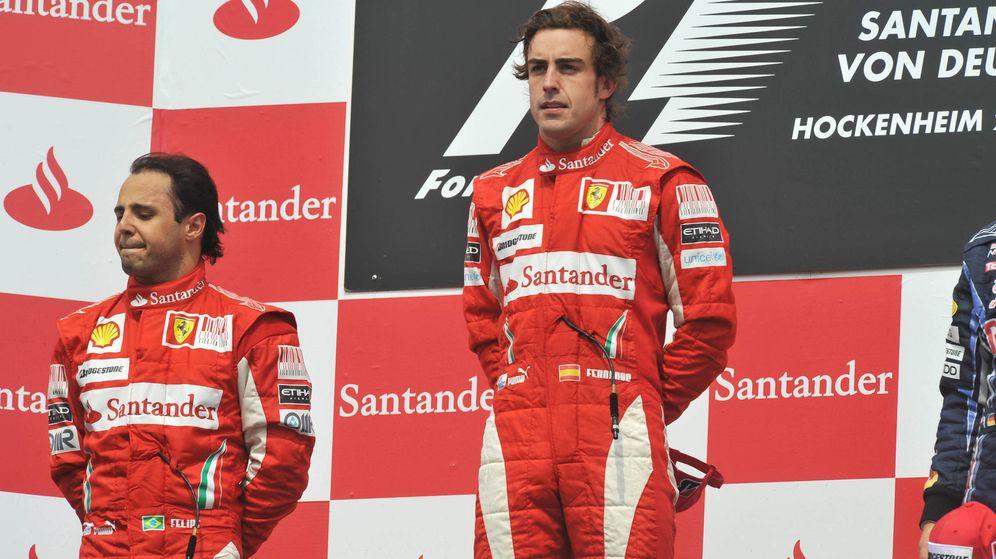 Foto: Fernando Alonso y Felipe Massa en el podio del Gran Premio de Alemania de 2010. (Reuters)