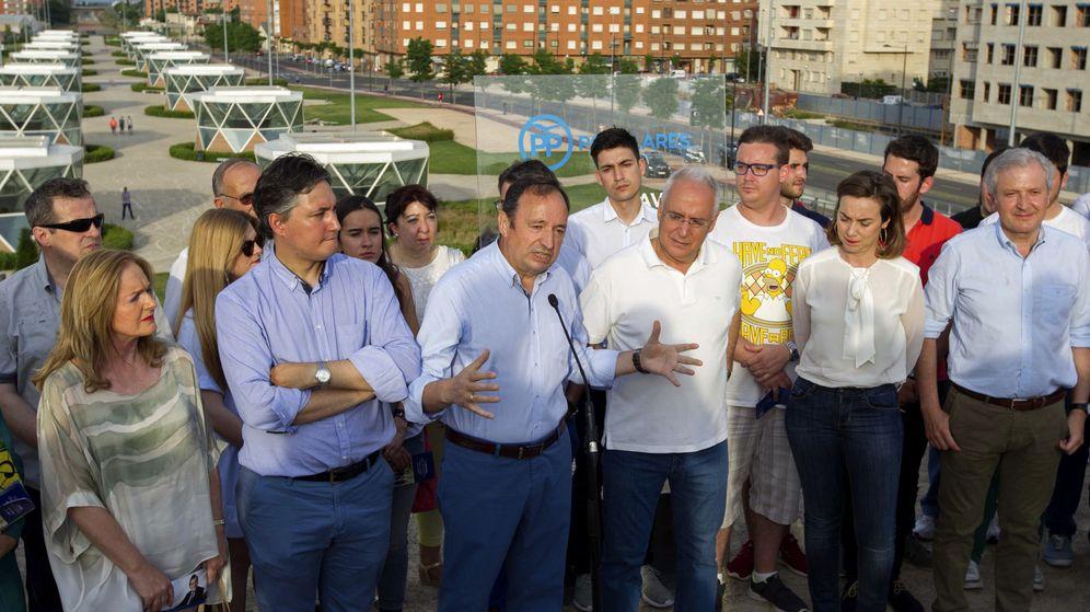 Foto: El presidente del Partido Popular y vicepresidente del Senado, Pedro Sanz (3i), acompañado por el presidente del Gobierno de La Rioja José Ignacio Ceniceros (3d). (EFE)
