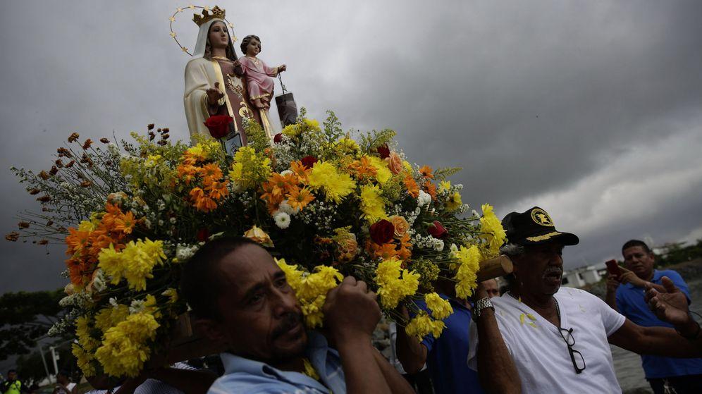 Foto: Policía y pescadores panameños celebran romería marítima de virgen del carmen