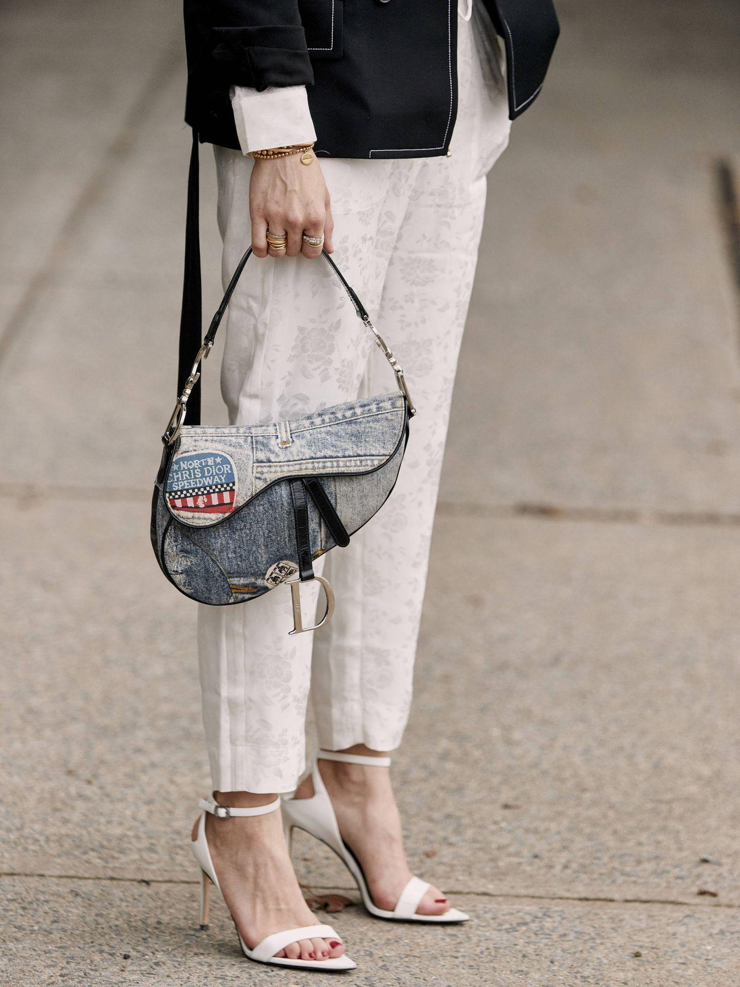 Sin duda las sandalias blancas van a ser el par estrella del verano (Imaxtree)