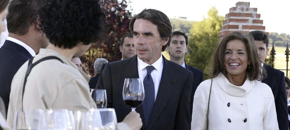 Foto: El expresidente del Gobierno José María Aznar y su esposa y alcaldesa de Madrid, Ana Botella (EFE)