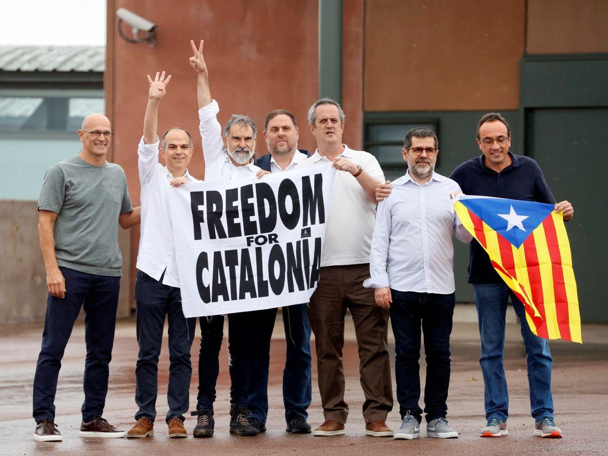 Foto: Los presos del 'procés' al salir de la cárcel tras los indultos. (EFE)