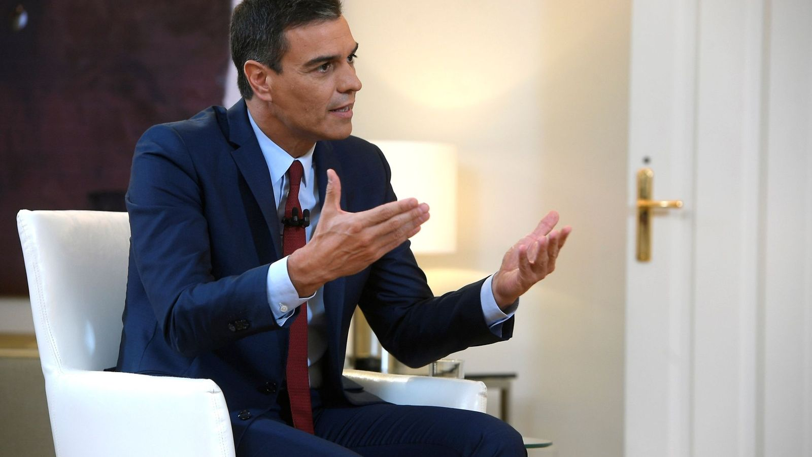 Foto: El presidente del Gobierno en funciones, Pedro Sánchez, durante una entrevista con La Sexta TV. (EFE)