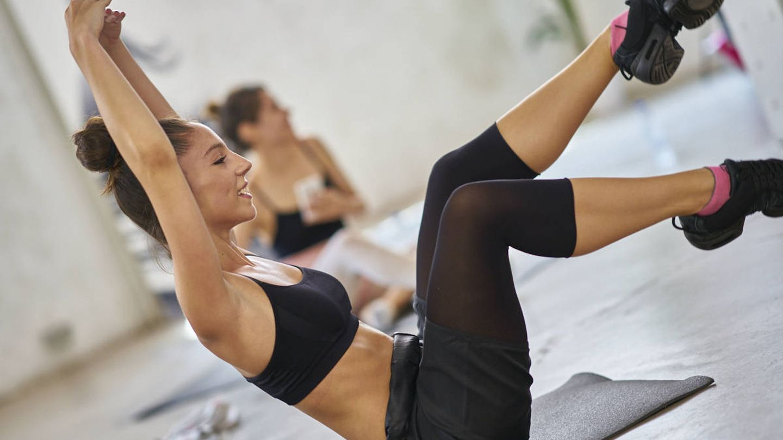 El Floor Ballet se practica en el suelo con una esterilla.
