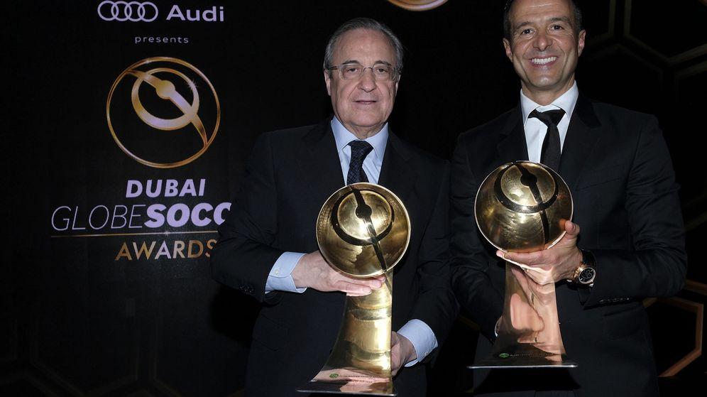 Foto: Florentino Pérez y Jorge Mendes, en los Globe Soccer Awards. (EFE)