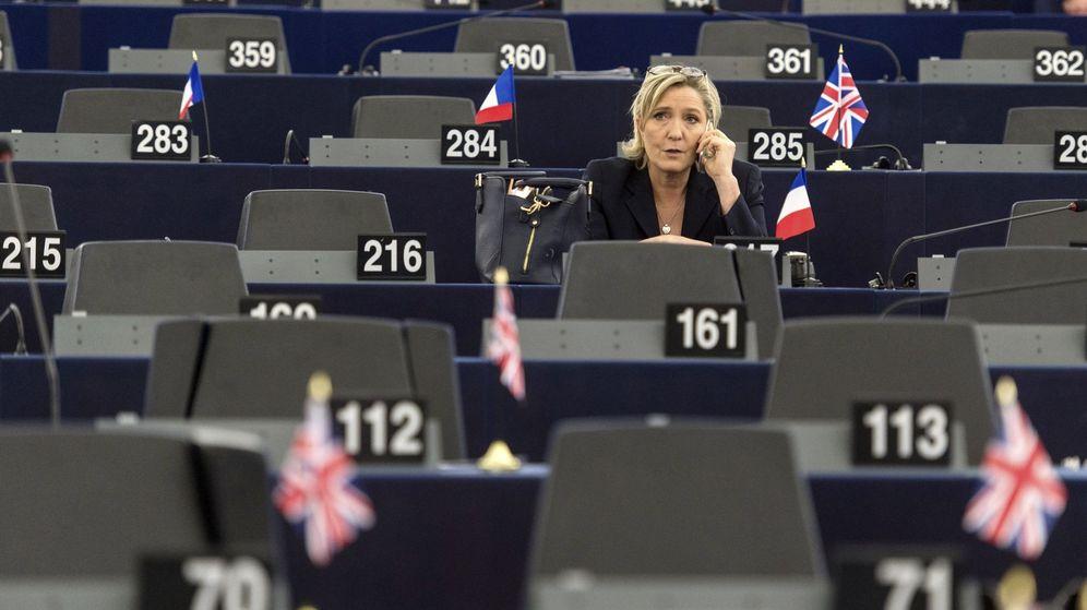 Foto: La líder de la extrema derecha francesa, Marine Le Pen, durante una sesión en el Parlamento Europeo. (EFE)