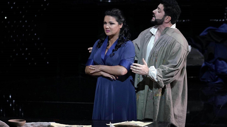 La soprano rusoaustrica Anna Yúrievna Netrebko y el tenor de Azerbaiyán Yusi.(EFE)