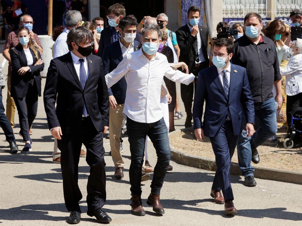 Foto: El presidente de la Generalitat de Cataluña, Pere Aragonès (d); el presidente de JxCAT, Carles Puigdemont (i); el líder de ERC, Oriol Junqueras (d), y Jordi Cuixart (c). (EFE)