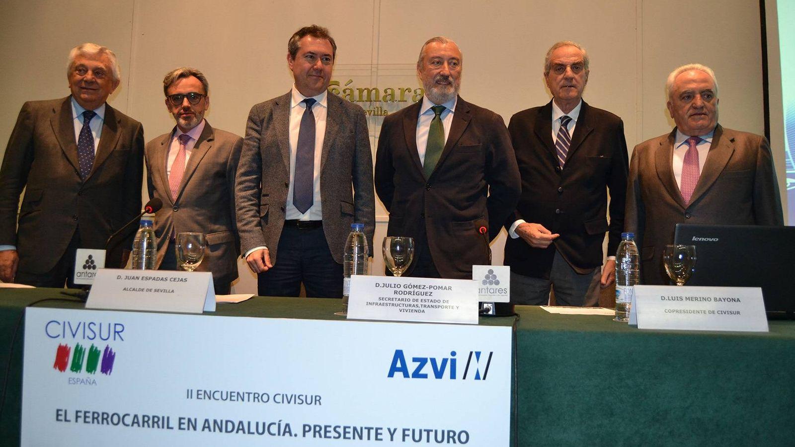 Foto: Directivos de Azvi, Civisur y la Cámara de Sevilla, junto al alcalde de la ciudad y el secretario de Estado de Infraestructuras. (Azvi)
