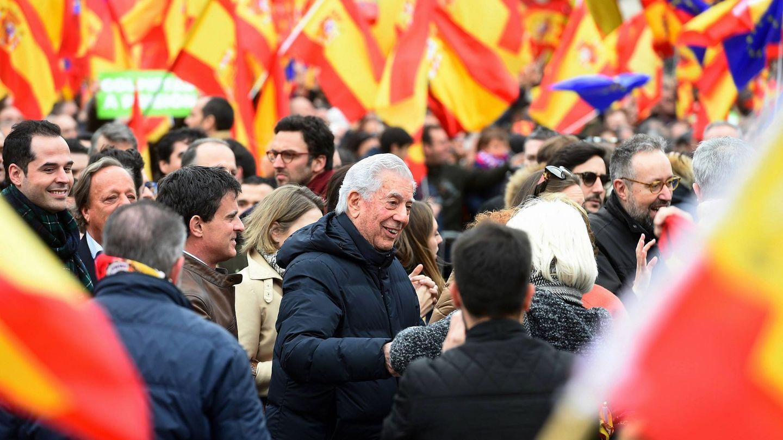 Vargas Llosa, en la concentración en la plaza de Colón de Madrid. (EFE)