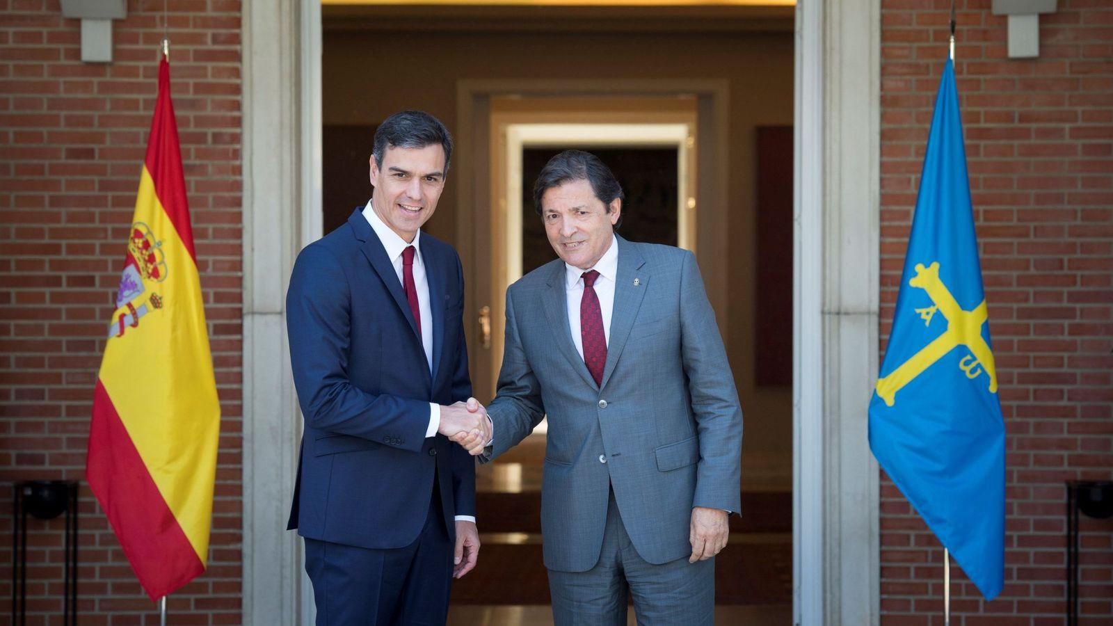 Foto: Pedro Sánchez y el presidente asturiano, Javier Fernández, este 25 de julio en La Moncloa. (EFE)