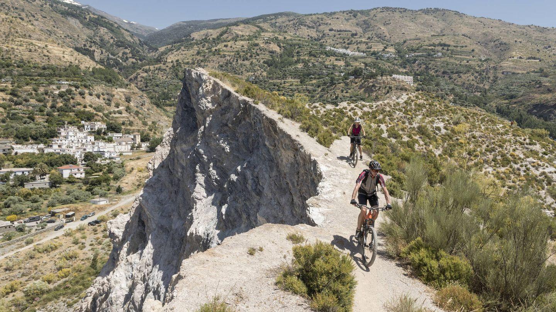 Uno de los muchos senderos de Sierra Nevada. (iStock)