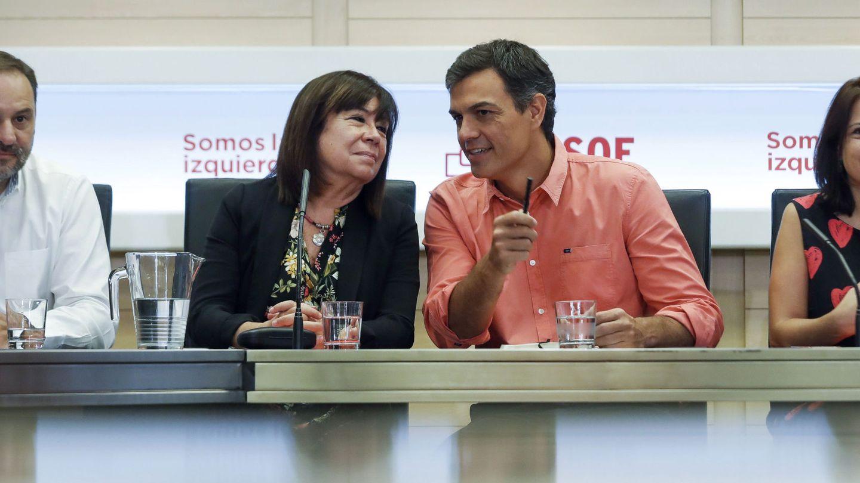 Pedro Sánchez, rodeado de su núcleo duro el pasado 28 de agosto: José Luis Ábalos, Cristina Narbona y Adriana Lastra. (EFE)