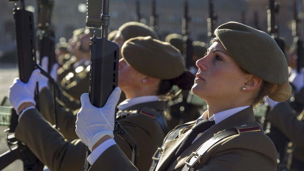 Un juez busca cámaras ocultas en las duchas de mujeres soldado en Zaragoza