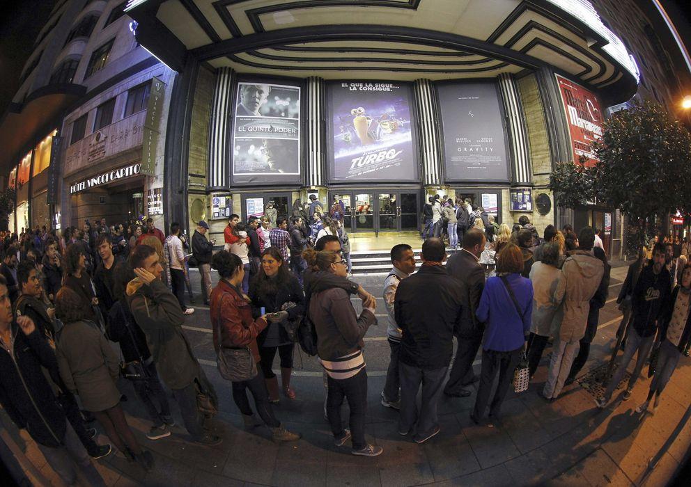 Foto: Colas durante la Fiesta del Cine (EFE)