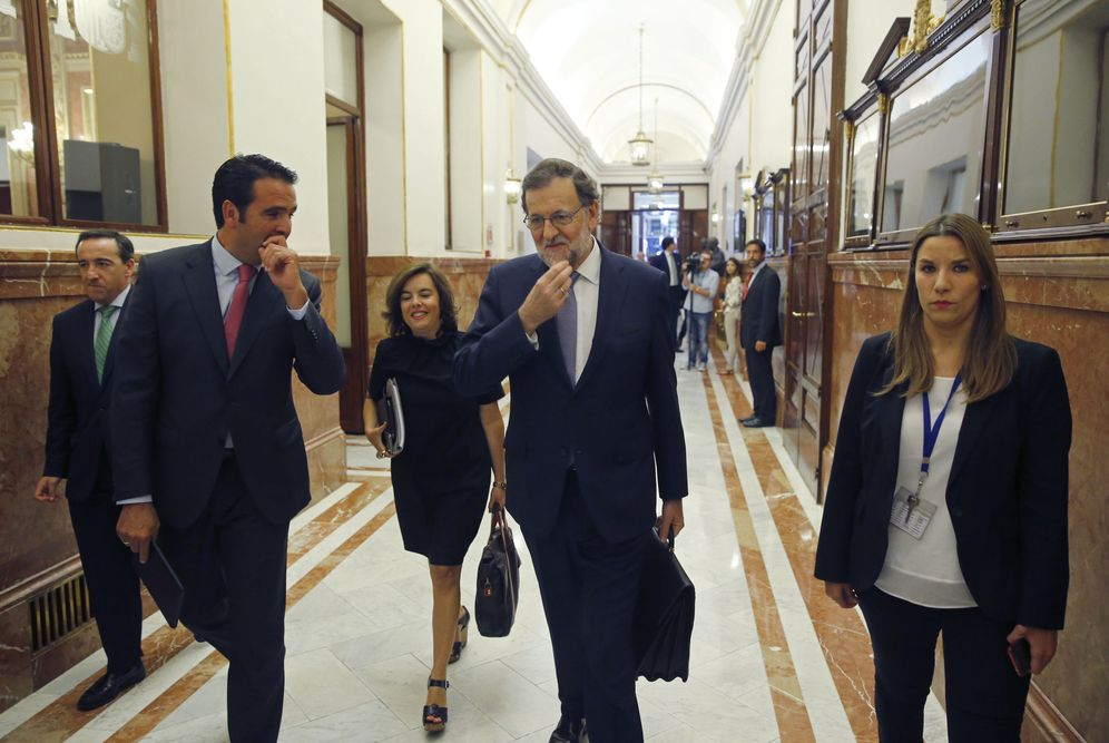 Foto: Mariano Rajoy y Soraya Saénz de Santamaría, hoy en el Congreso. (EFE)