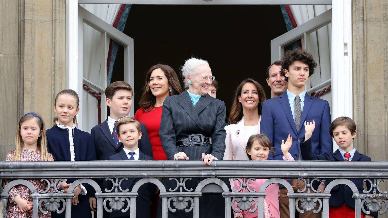 La familia real de Dinamarca. A la derecha, el príncipe Henrik. (Cordon Press)