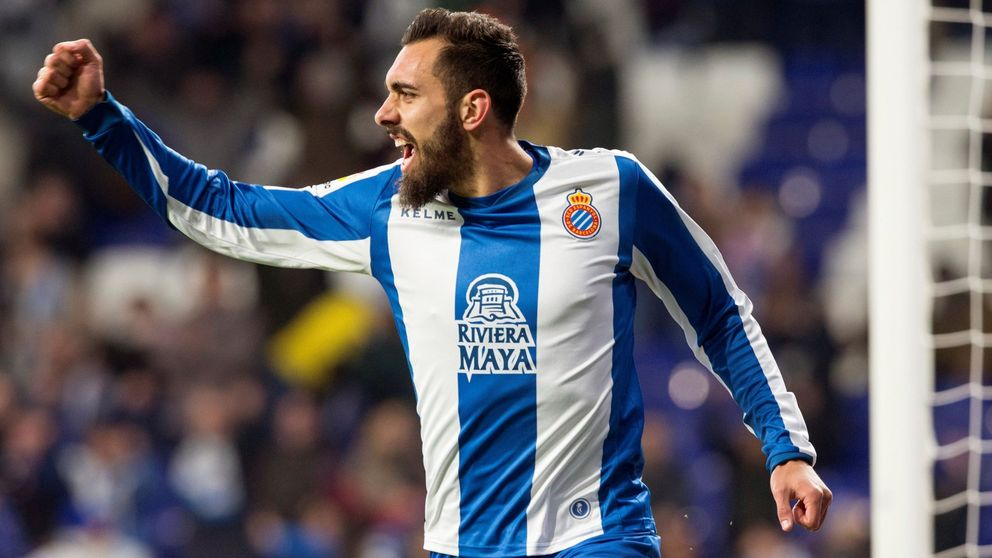 El negocio por Borja Iglesias o por qué el Valencia (entre otros) se tira de los pelos