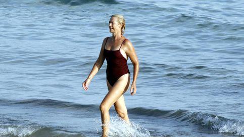 Sin Ana Duato no hay verano: espectacular en bañador a los 52 en un momento delicado