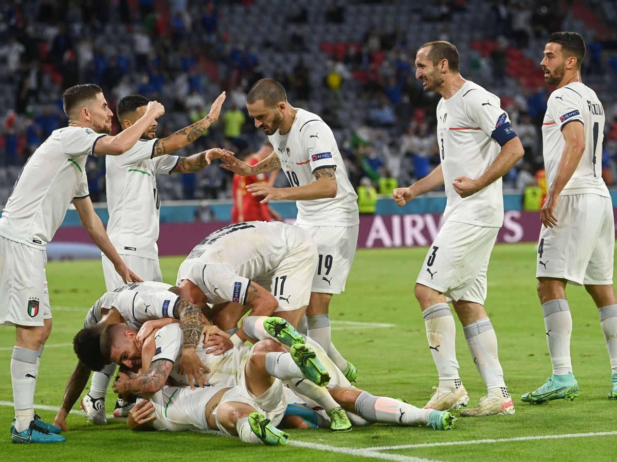 Foto: Italia celebra el tanto de Barella. (Reuters)