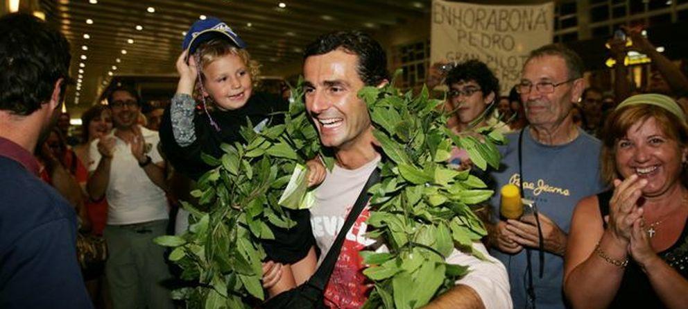 Foto: Pedro de la Rosa a su llegada a España tras conseguir su primer podio (Jordi Cotrina)