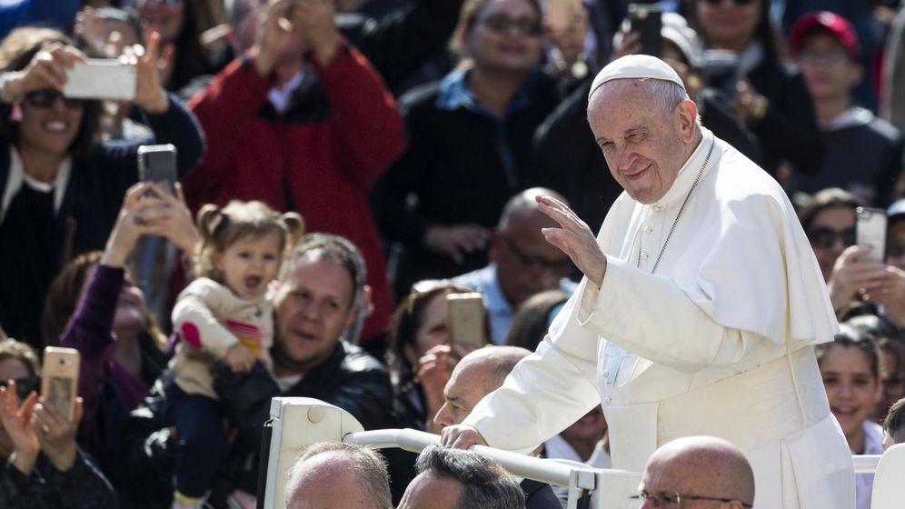 Foto: El papa Francisco saluda a los fieles durante la audiencia general semanal, este miércoles (Efe)