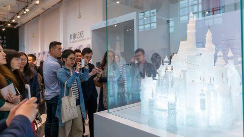 Unos niños jugando en un museo rompen el castillo de vidrio más grande del mundo