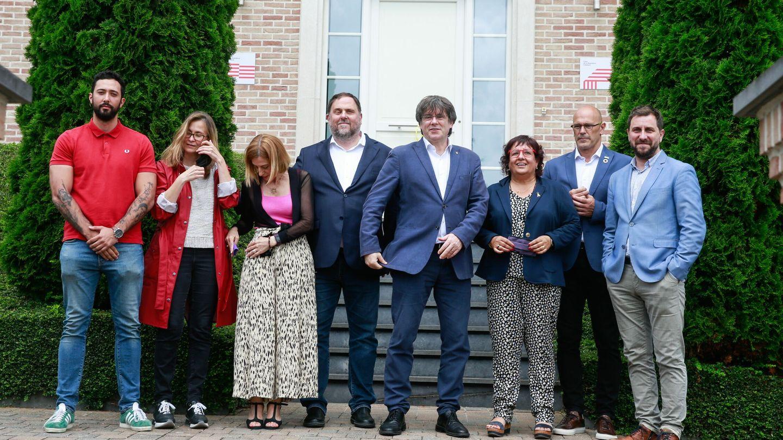 Los líderes separatistas catalanes, en su encuentro el 7 de julio con el exlíder catalán Carles Puigdemont. (EFE)
