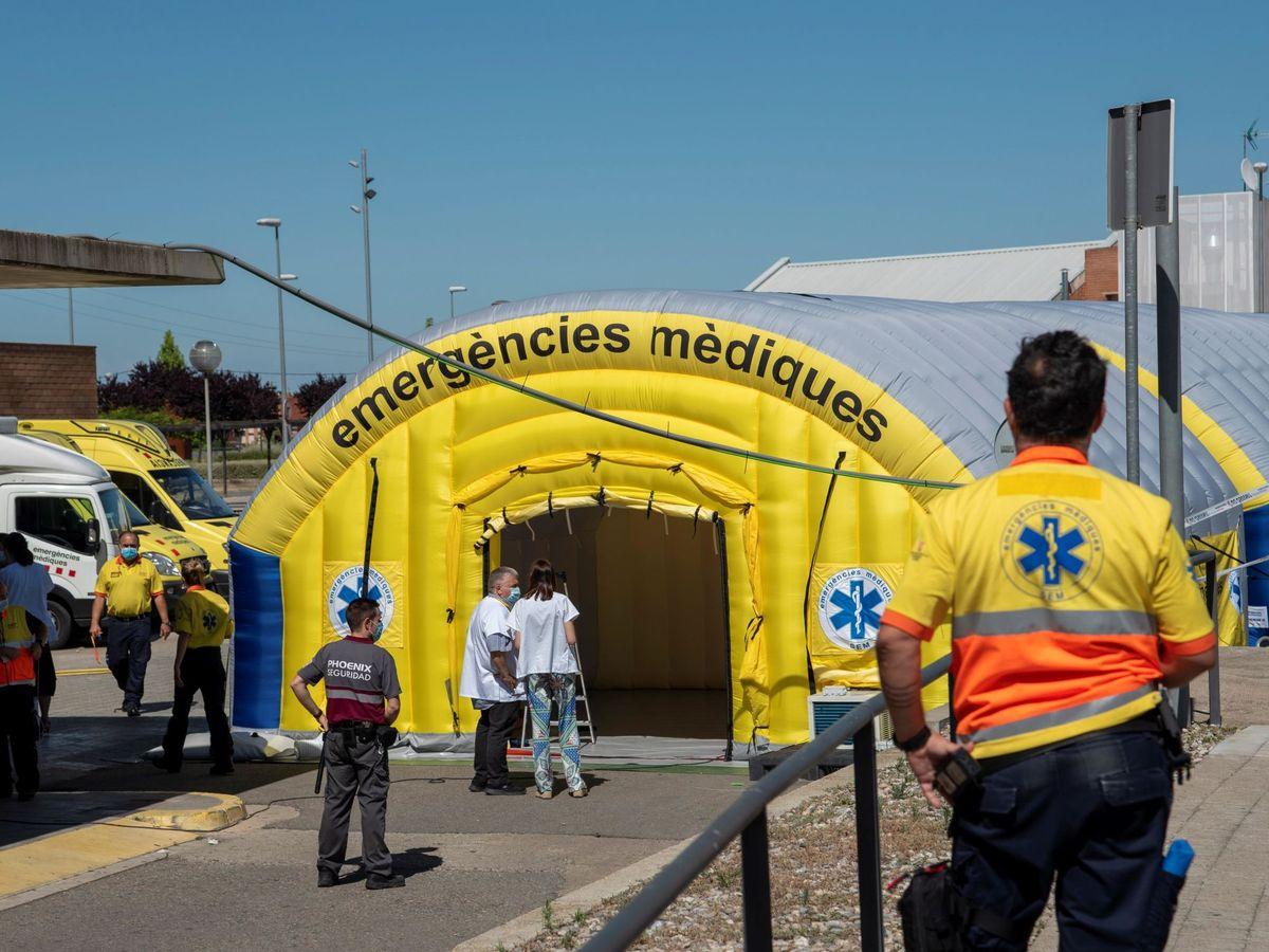 Foto: El hospital de campaña instalado junto al Hospital Universitario Arnau de Vilanova de Lleida. (EFE)