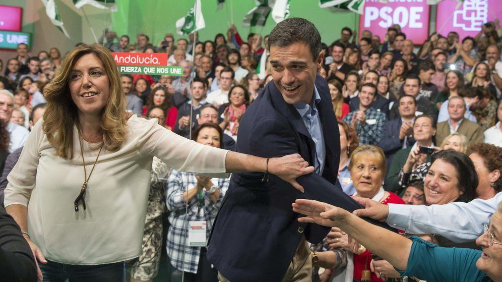 Foto: El secretario general del PSOE, Pedro Sánchez y la presidenta en funciones de la Junta de Andalucía, Susana Díaz (EFE)
