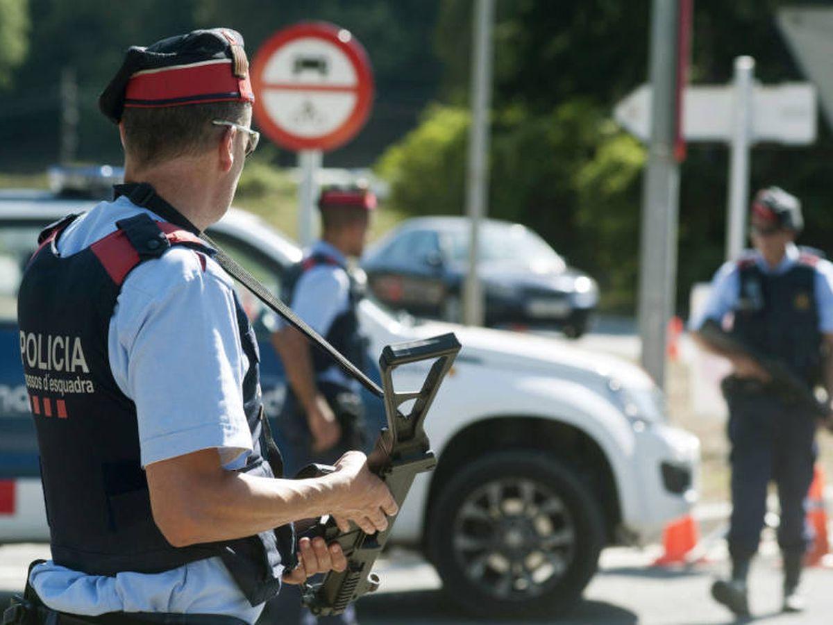 Foto: Varios agentes de los Mossos d'Esquadra en una imagen de archivo. (EFE)