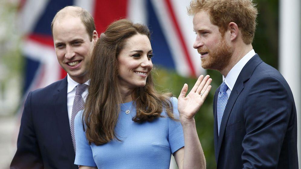 Foto: Kate Middleton, el príncipe Guillermo y el príncipe Harry en una imagen de archivo. (Reuters)