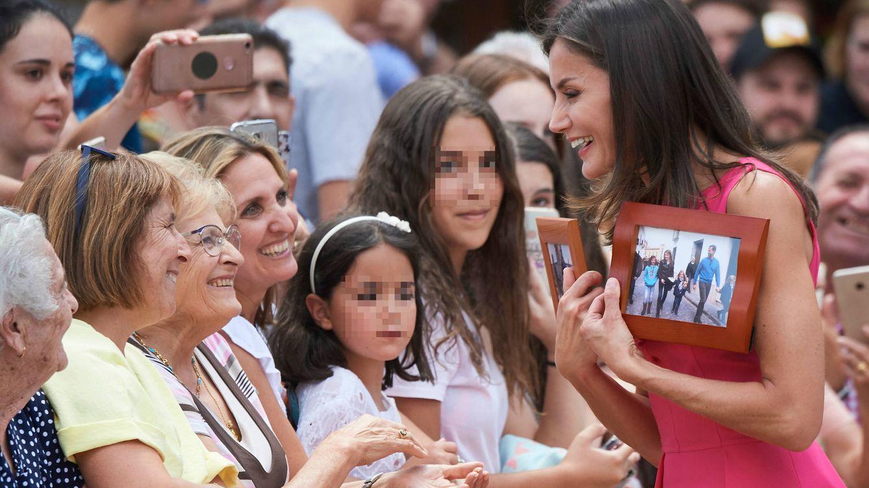 El regalo especial que la reina Letizia ha recibido en su visita a Almagro