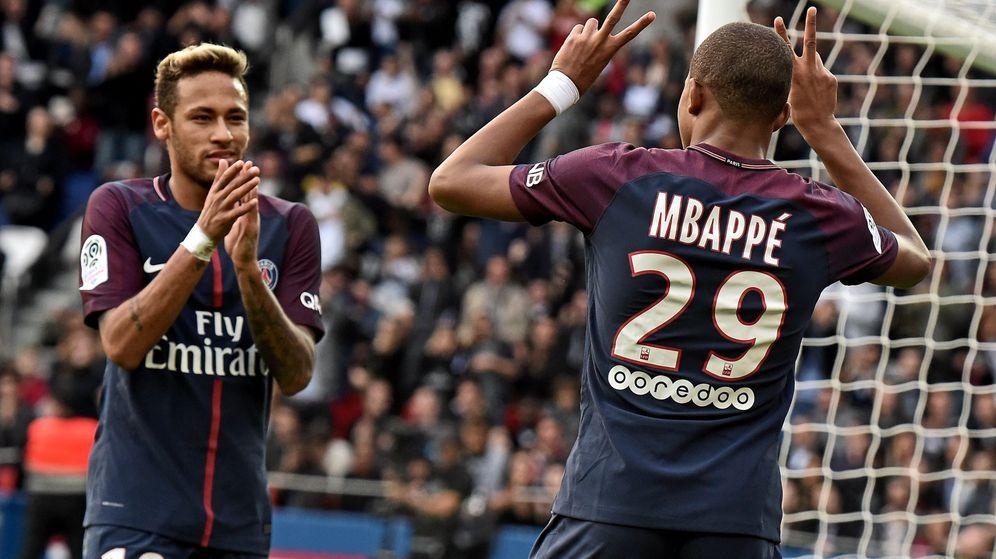 Foto: Neymar y Mbappe celebran un gol con el PSG. (EFE)
