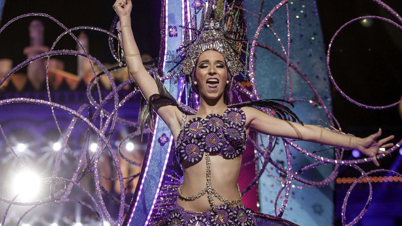 Lola Rodríguez, en el carnaval de 2015 con la fantasía 'La vida es bella'. (EFE)