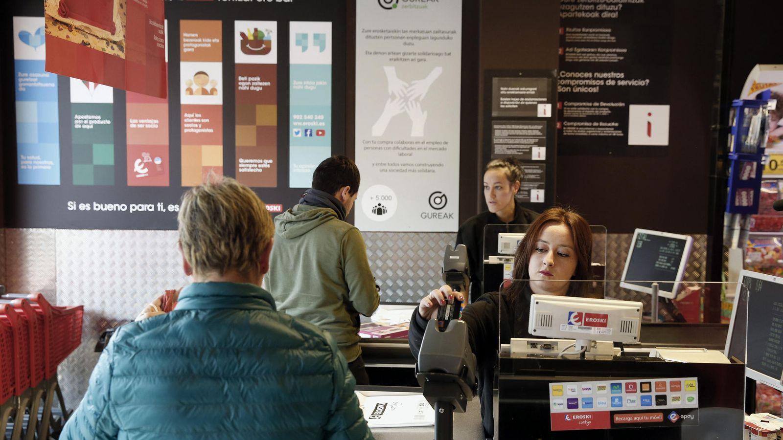 Foto: Imagen de archivo de un supermercado. (EFE)