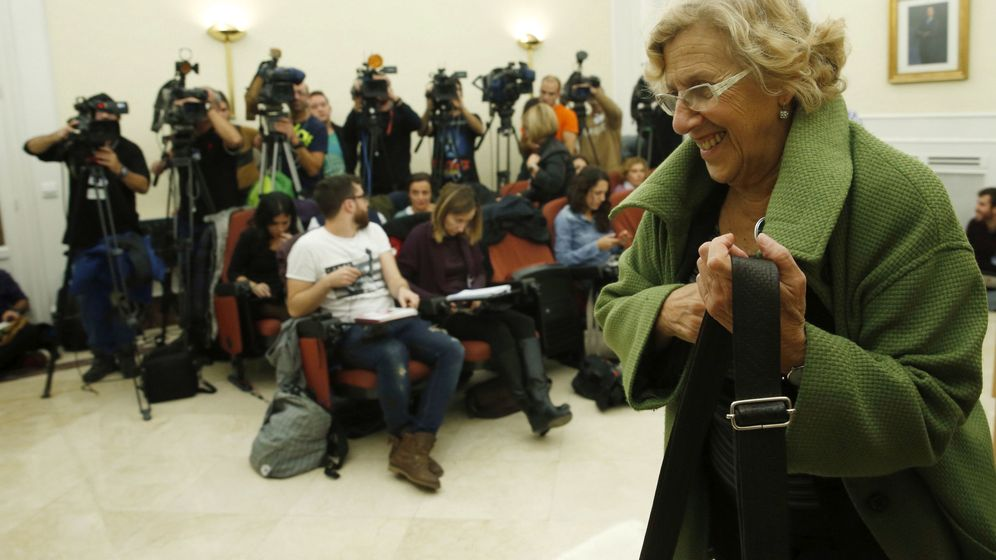 Foto: La alcaldesa de Madrid, Manuela Carmena, a su llegada a una rueda de prensa. (EFE)