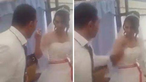 Agrede físicamente a su mujer tras su boda por una broma que le gastó con la tarta