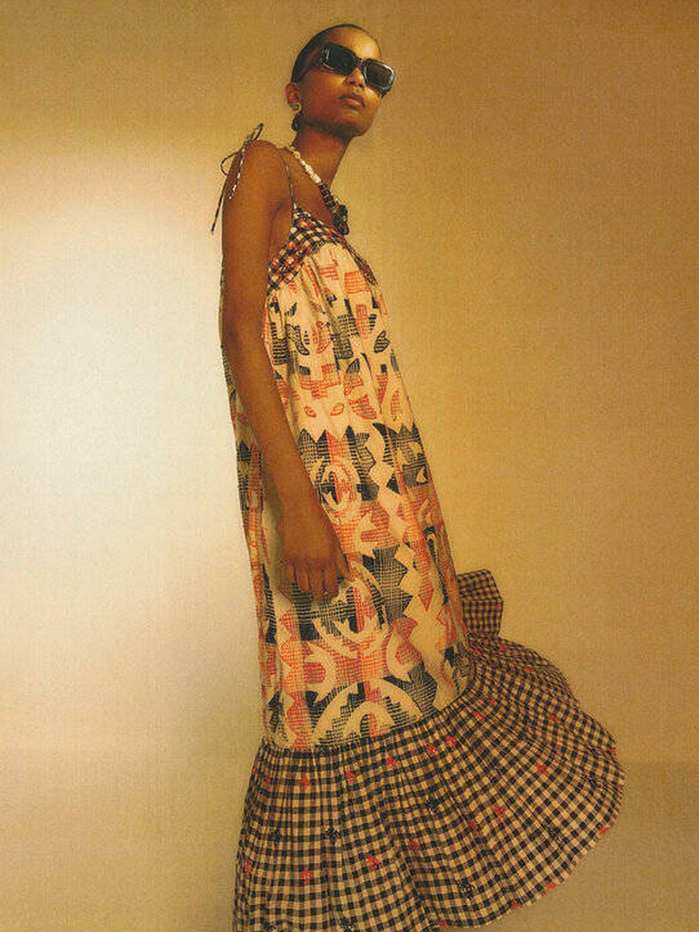 Vestido vichy de tendencia de Uterqüe. (Cortesía)